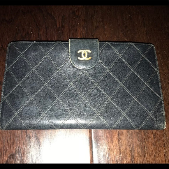920535ad2a97 CHANEL Handbags - CHANEL black quilted leather bifold wallet